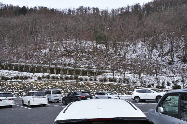 雪が舞う道の駅風穴の里